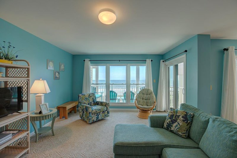 Topsail Dunes 2213 Oceanfront! | Community Pool, Tennis Courts, Grill Area, Inte, vacation rental in North Topsail Beach