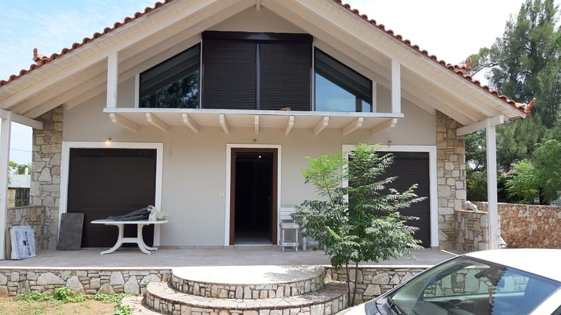 Big house with garden & terrace, vacation rental in Marathon