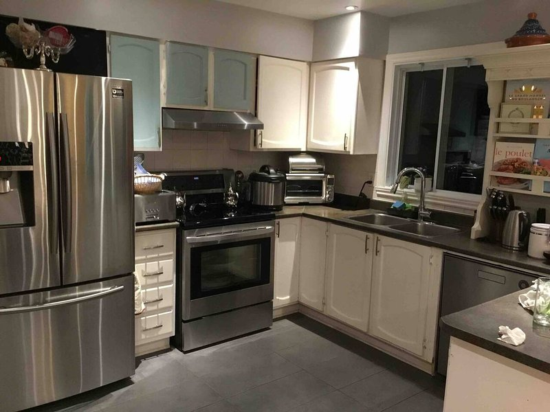 Apartment with swimming-pool, vacation rental in Longueuil