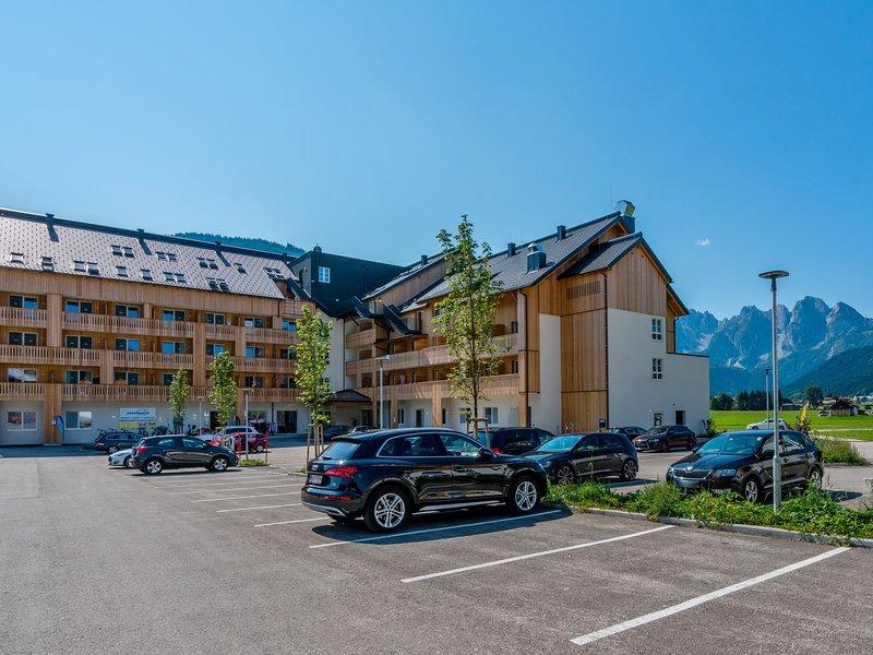 Charming Apartment in Gosau Austria with Sauna, vacation rental in Gosau