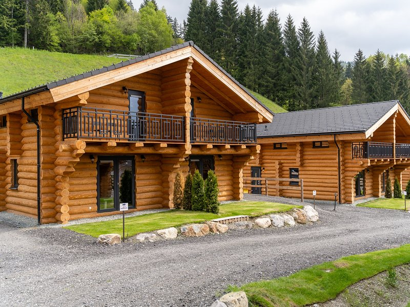 Lovely Chalet with lush green view in Carinthia, vacation rental in Kirchbach