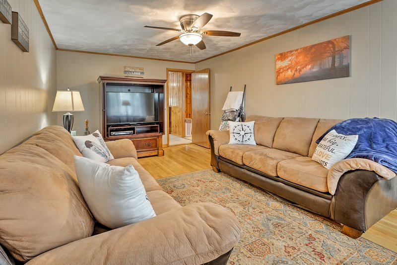 This home offers 3 bedrooms and 1.5 bathrooms.