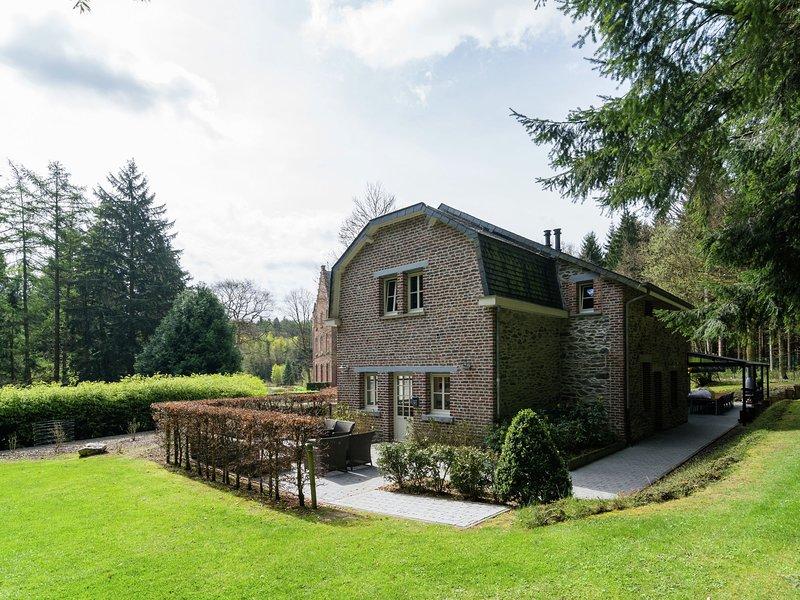 Luxurious Holiday Home in Gedinne with Sauna, aluguéis de temporada em Daverdisse