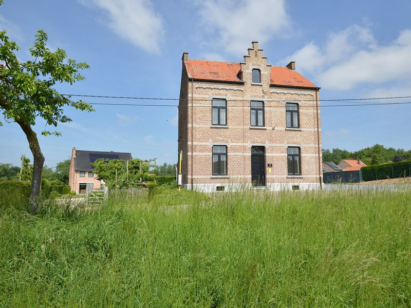 Luxurious holiday villa realized in a former school (19th century), vacation rental in Groot-Gelmen