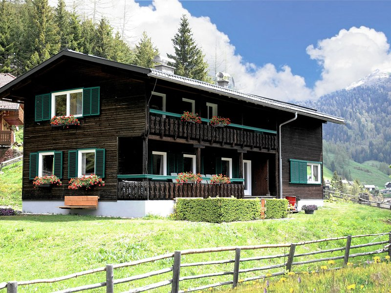 Beautiful and very luxurious chalet in walking and skiing area Innerkrems, with, holiday rental in Innerkrems