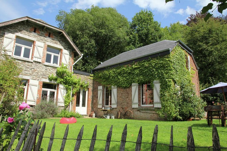 Spacious Cottage in Namur with Backyard and Large Garden, vacation rental in Chairiere