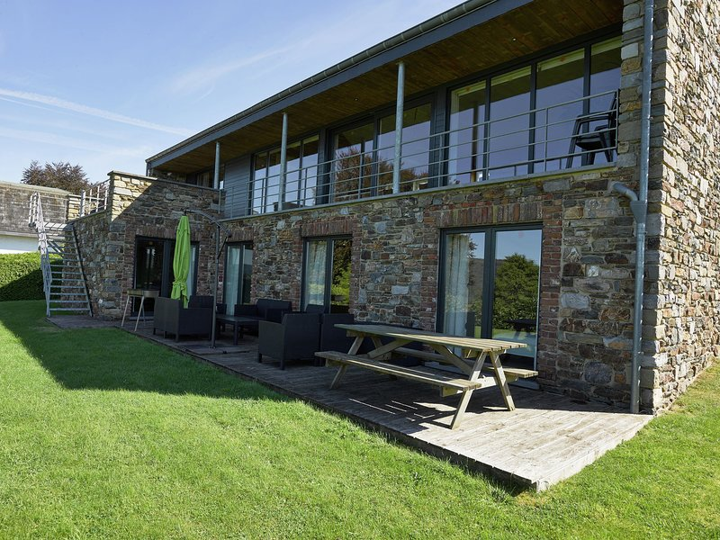 Modern Villa in Stoumont with Sauna, location de vacances à La Gleize