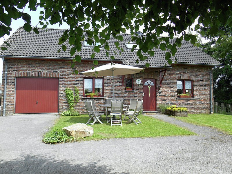 Nice holiday farmhouse located in Sourbrodt near to the ski resort of Ovifat, casa vacanza a Sourbrodt
