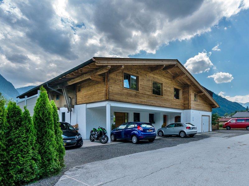 Modern Apartment in Neukirchen am Großvenediger near Ski Area, vacation rental in Neukirchen am Grossvenediger