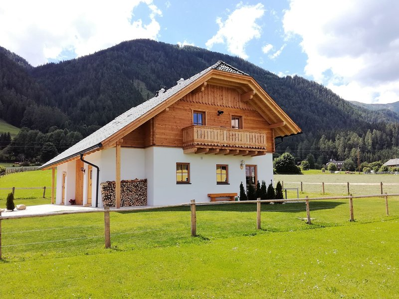 Modern Chalet in Mauterndorf with Garden, vacation rental in Mauterndorf