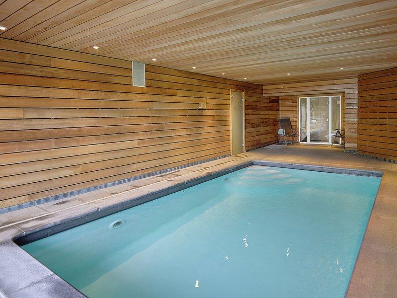 Comfortable chalet with indoor pool, hammam and sauna near Stoumont, location de vacances à La Gleize