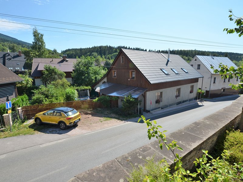 Modern Vacation home in Cerný Dul with Private Garden, location de vacances à Svoboda nad Upou
