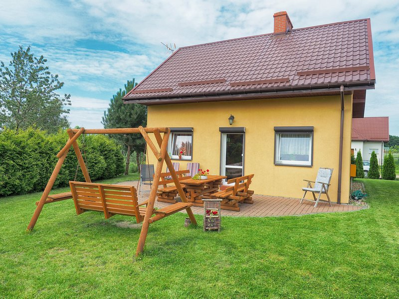 Vibrant Holiday Home in Czewienne with Barbeque, vacation rental in Lacko