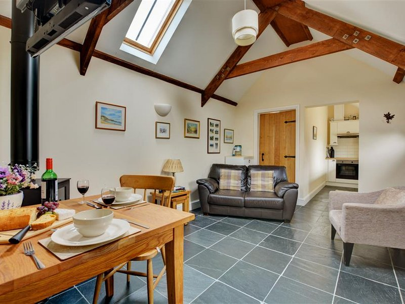 Romantic cottage with cosy living room, nearby the beach, holiday rental in Cresselly