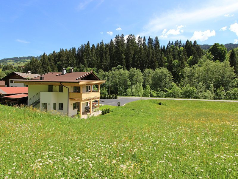 Picturesque Holiday Home with Terrace in Kirchberg in Tirol, holiday rental in Aschau bei Kirchberg