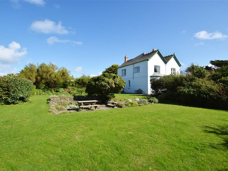 Modern Holiday Home in Padstow with garden, holiday rental in Padstow