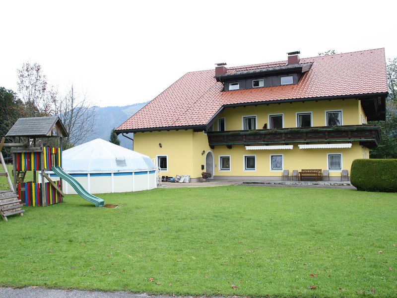 Scenic Apartment in Krispl Salzburg with swimming pool, vacation rental in Koppl