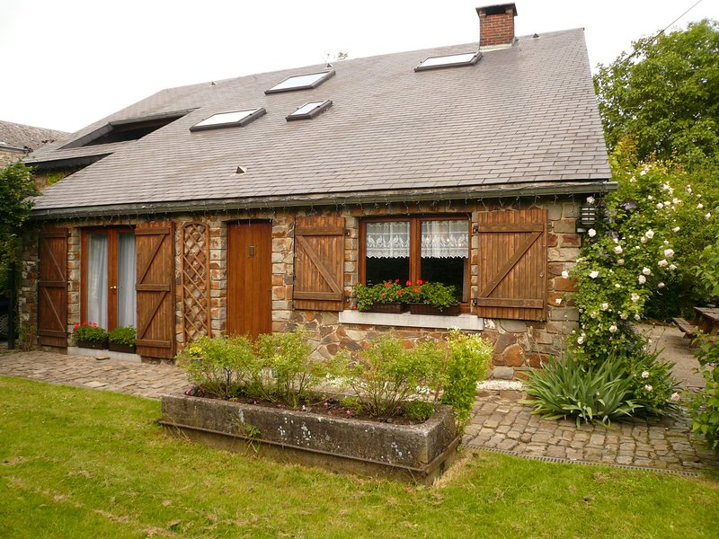 Luxurious Holiday Home in Ronchampay with Sauna, vacation rental in La Roche-en-Ardenne