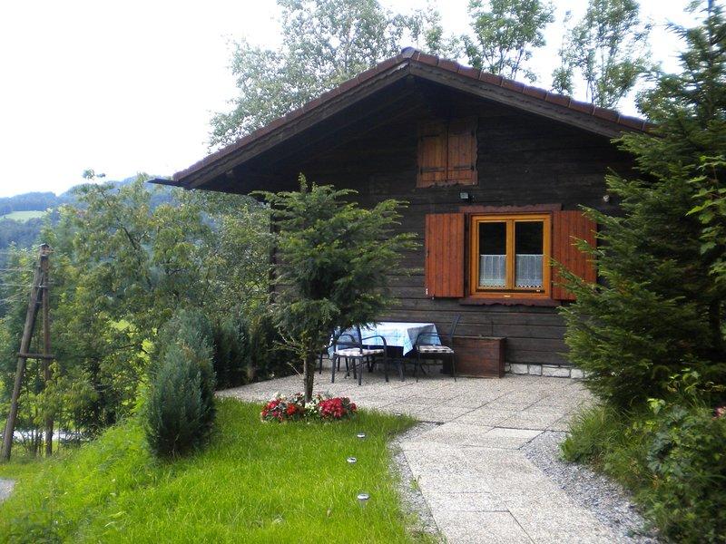 Serene Chalet in Sankt Koloman with Private Garden, vakantiewoning in Hallein