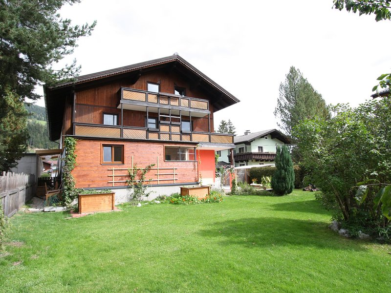 Gorgeous Holiday home Altenmarkt im Pongau with Mountain View, holiday rental in St Martin am Tennengebirge