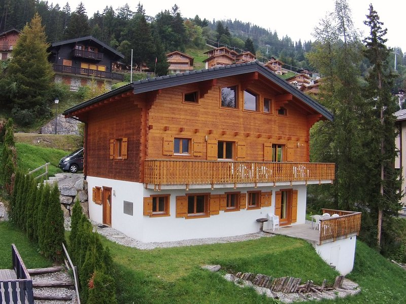 Spacious Chalet near the centre of La Tzoumaz., holiday rental in Riddes