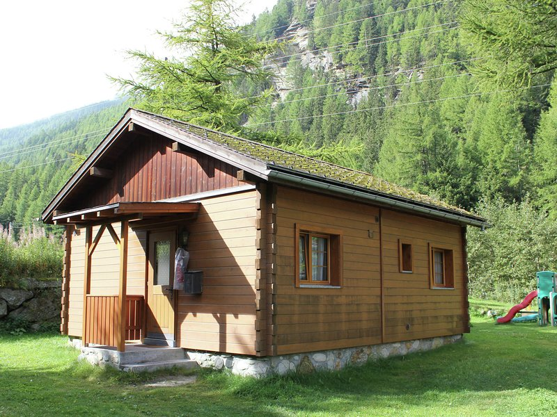 Modern Chalet in Saas-Balen with Garden, holiday rental in Saas-Fee
