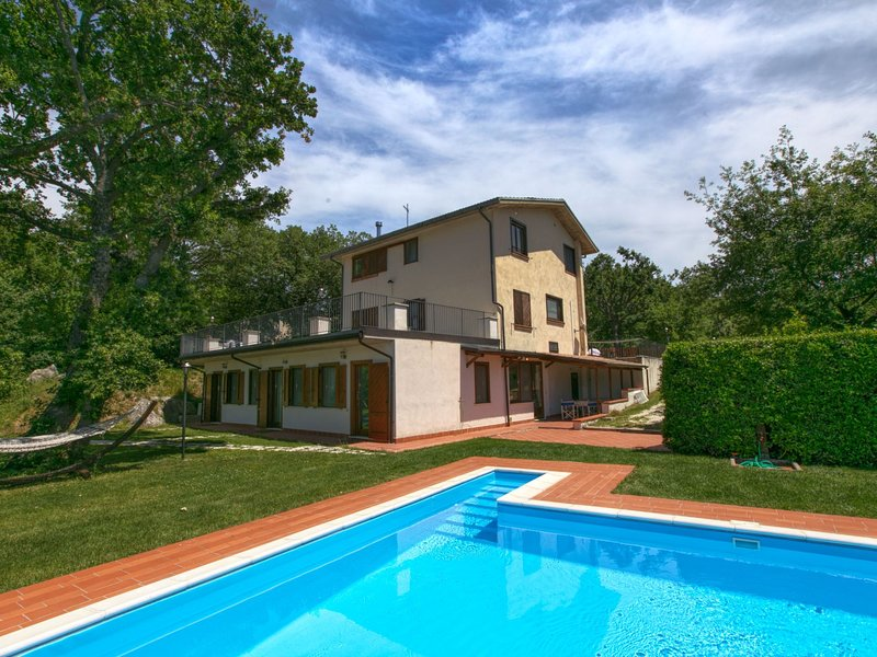 Mansion in San Valentino in Abruzzo Citeriore with Pool, vacation rental in Bolognano
