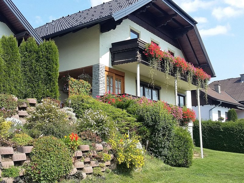 Comfortable Apartment in Tamsweg with Private Garden, holiday rental in Lessach