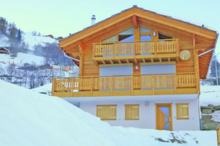 Lavish Chalet Amidst Mountains in Hérémence, holiday rental in Heremence