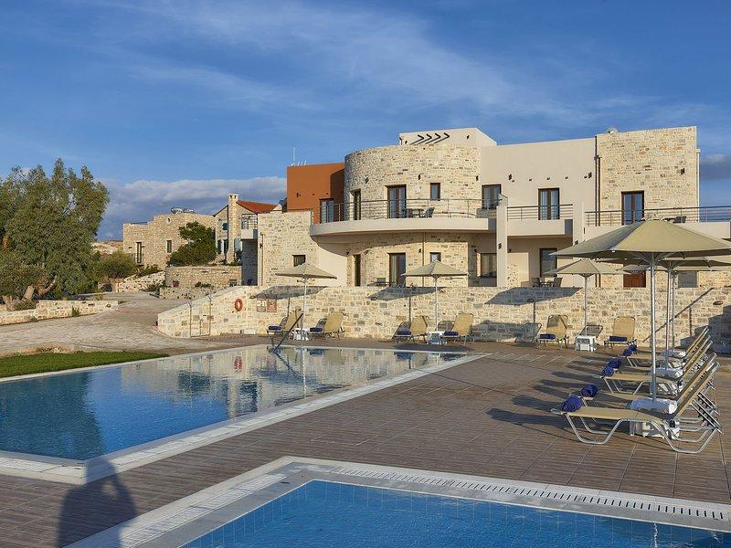 New beautiful complex with villa's and app., big pool, sea views, SW crete, holiday rental in Kalamaki