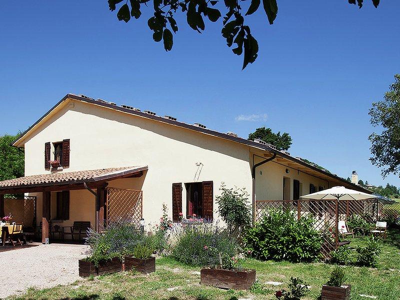 Farmhouse with a magnificent panorama, swimming pool, 3 km from Cagli, location de vacances à Cagli