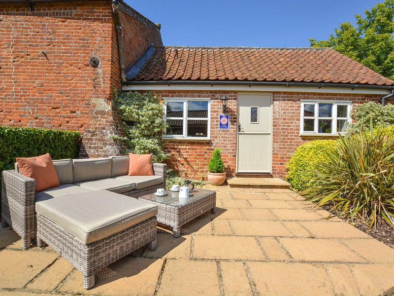Cosy cottage with nice terrace in the village of Swannington, vacation rental in Haveringland