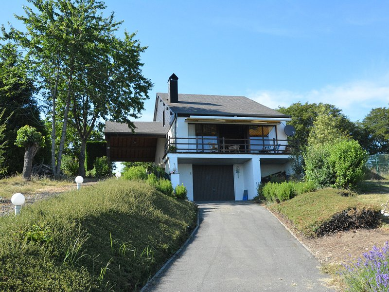 Spacious house with beautiful terrace and view, on the heights of the Meuse, holiday rental in Heer