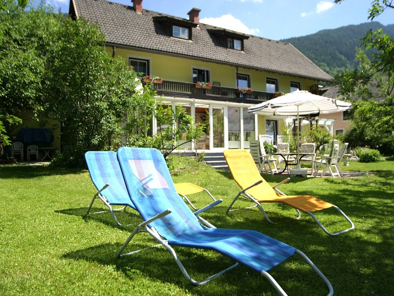 Attractive Apartment in Feld am See Austria, 100 m from Lake, holiday rental in Afritz