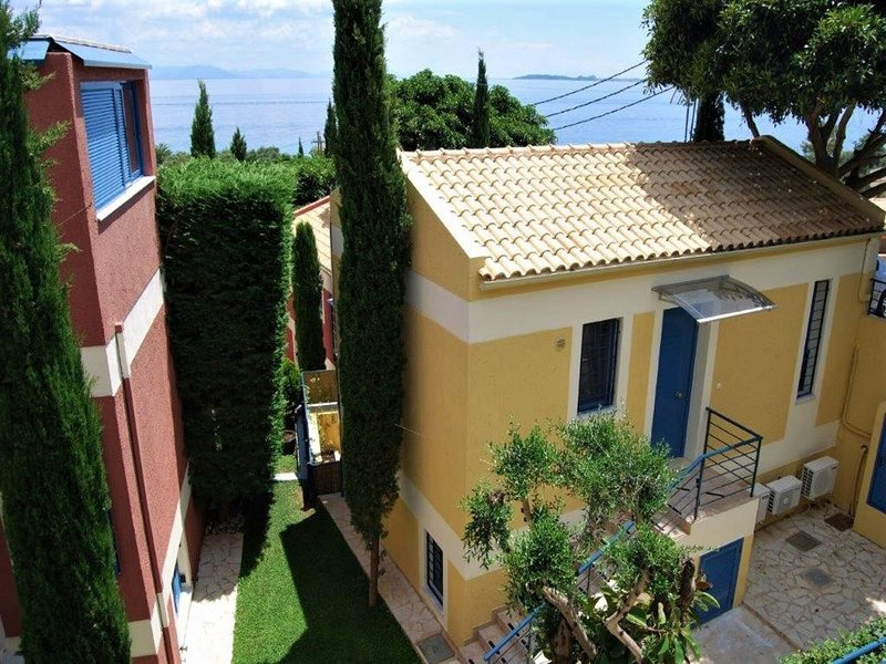 Cosy and comfortable beach house in green setting, North East coast Corfu, holiday rental in Barbati