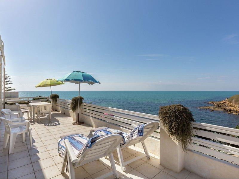 Cozy Holiday Home in Santa Croce Camerina by Sea, vacation rental in Punta Braccetto