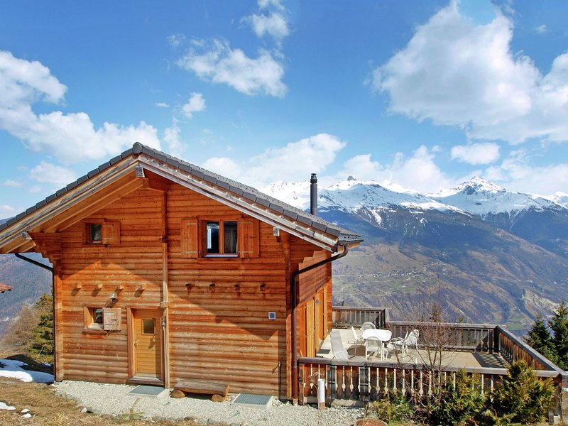 A luxurious 6 person chalet with superb view., location de vacances à Heremence