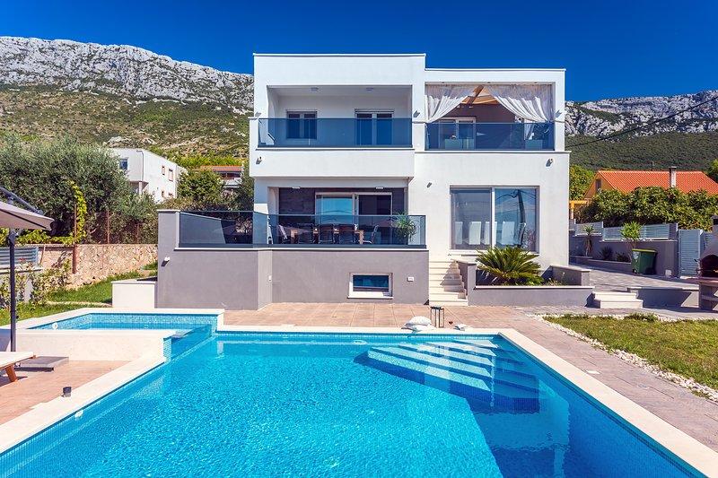 Seaview VILLA STANKA with private 40sqm pool, attached 5sqm Whirlpool, 10 pax, casa vacanza a Kastel Luksic