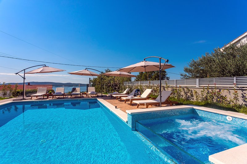 Located in very quiet surroundings of Kaštel Sućurac is easily approachable