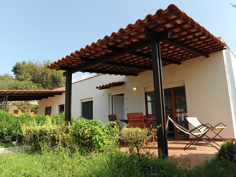 Charming Holiday Home in Palinuro with Private Swimming Pool, location de vacances à Foria