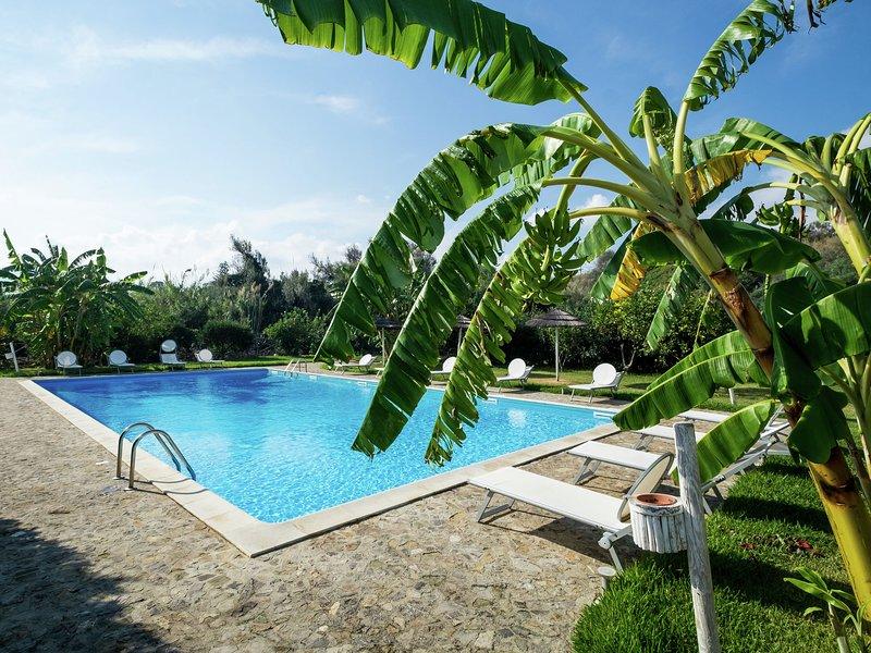 Cozy Cottage bwith Shared Swimming Pool in Santa Flavia, casa vacanza a Santa Flavia