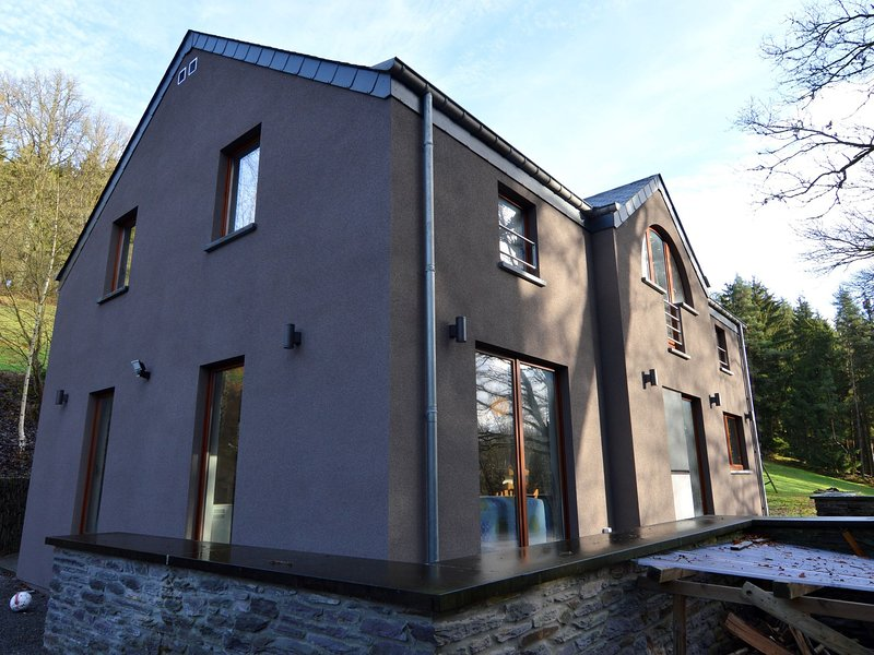 Modern Holiday Home with Private Garden in Vielsalm, holiday rental in Arbrefontaine