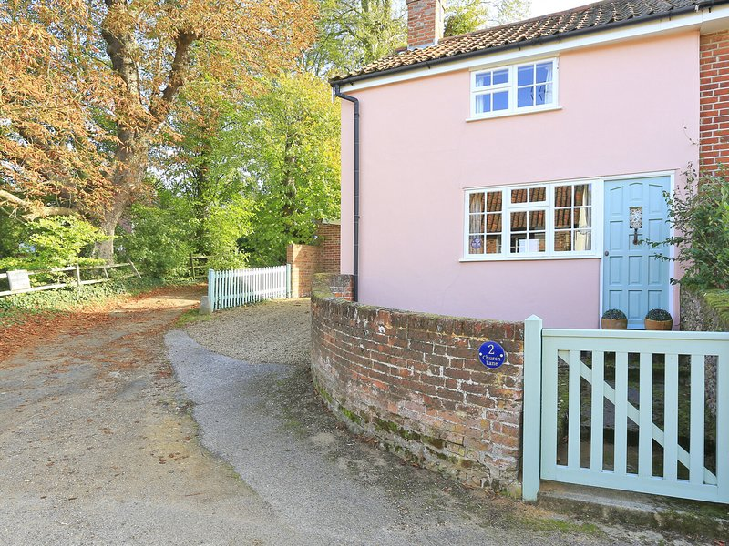 Lovely cottage in Shottisham, close to the pub and not too far from the coast, holiday rental in Falkenham