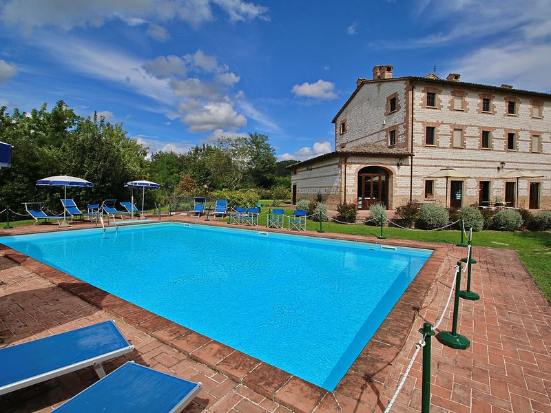 Exquisite Cottage in Marche with Swimming Pool, vacation rental in Piandimeleto