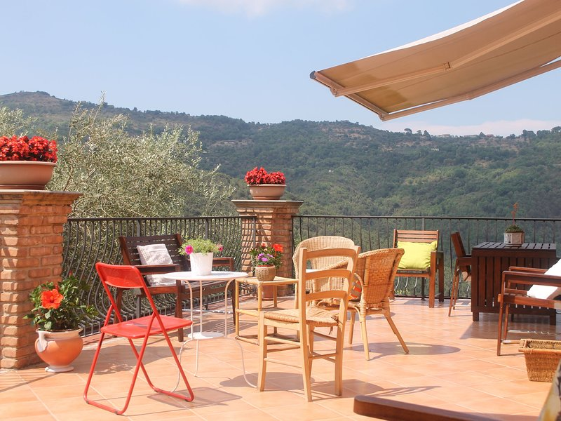 House in the Cilento with pool and views of the hills from the large terrace., holiday rental in Piano-Vetrale
