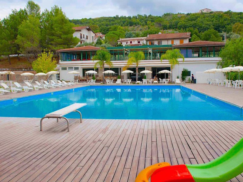 Nice spacious apartment in the hills in a green nature park, vacation rental in Torchiara