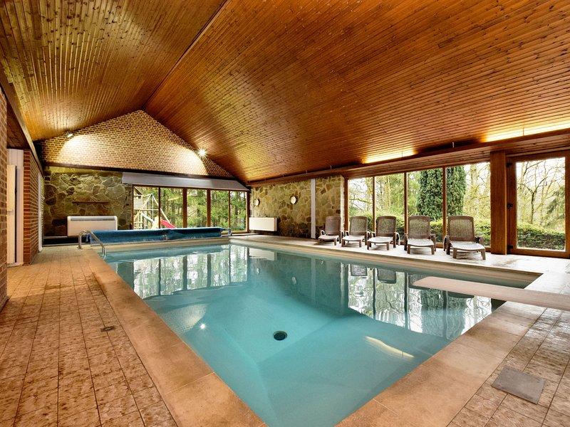 Luxurious Villa with Private Pool in Durbuy, alquiler de vacaciones en Grandhan