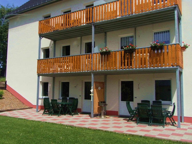 Nice and modern apartment with private terrace and wellness (extra charge), casa vacanza a Lutzkampen