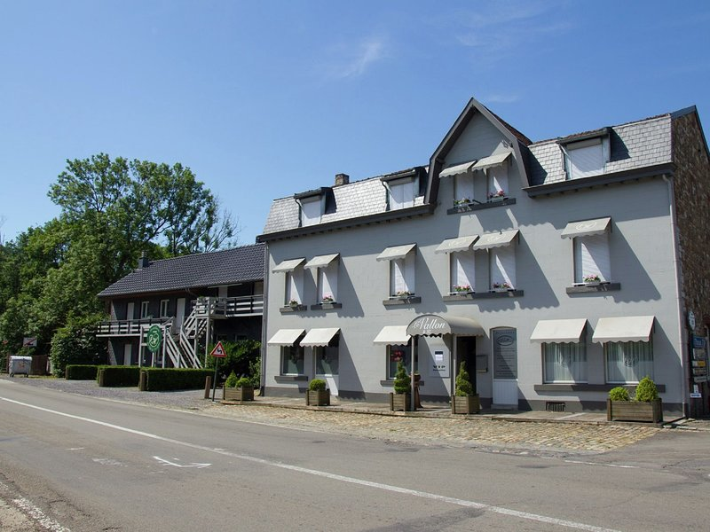 Large and spacious holiday home for large groups, holiday rental in Sart-lez-Spa