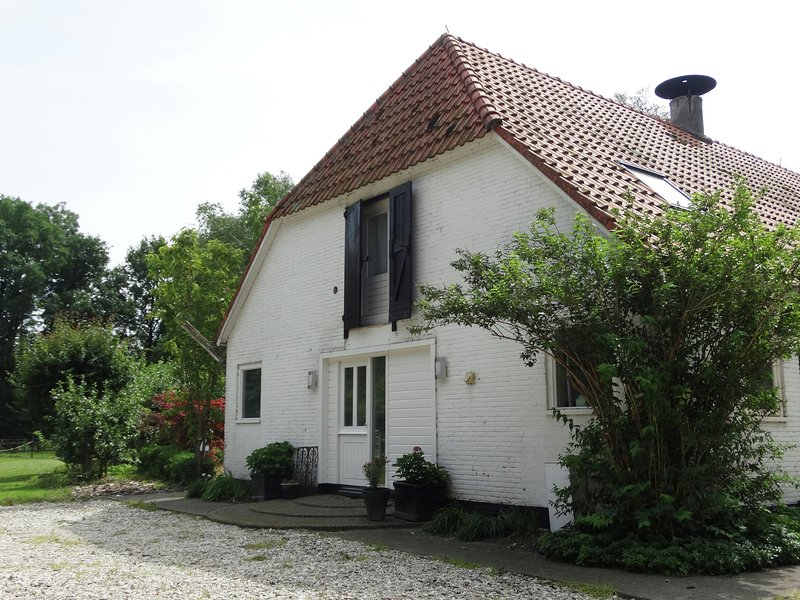 Luxurious Farmhouse in Rutten with Large Terrace, holiday rental in Langelille